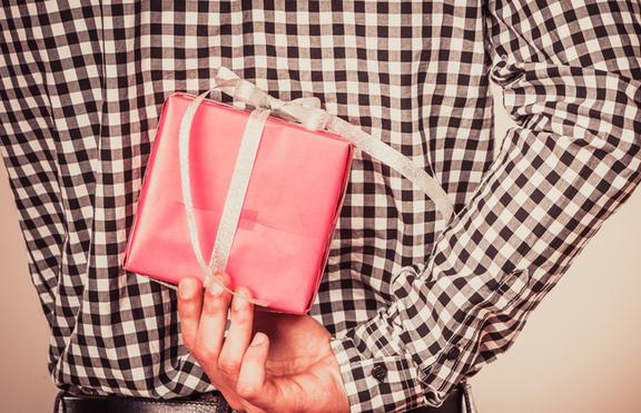 Свети Валентин 2017: 5 идеи за подаръци за него