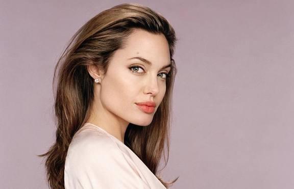 Анджелина Джоли със сериозна травма
