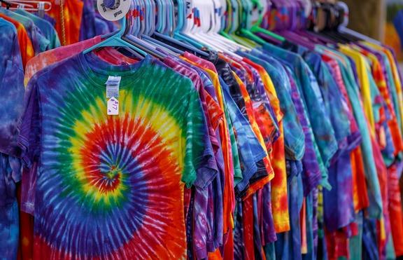 Завръщане от 90-те: Тай-дай дрехи