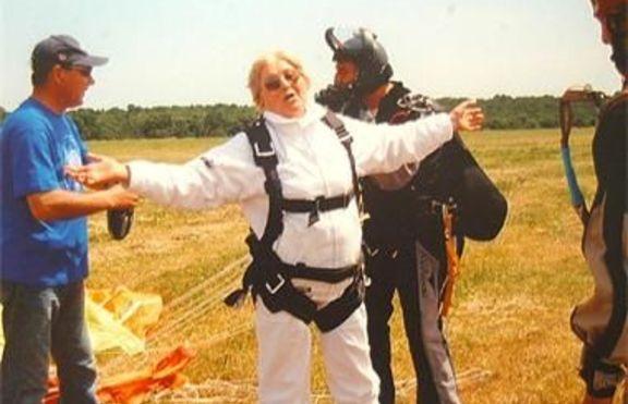 76-годишна скача с бънджи и парашут