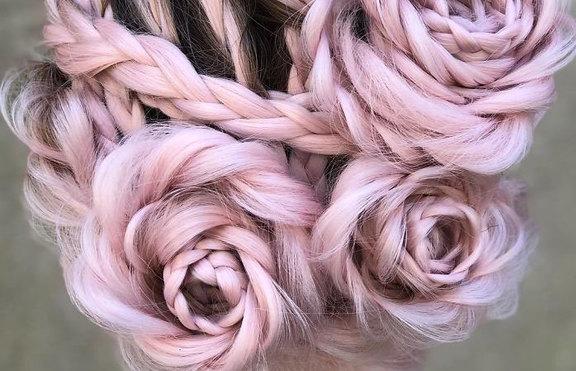 Тенденции: Розов букет в косите