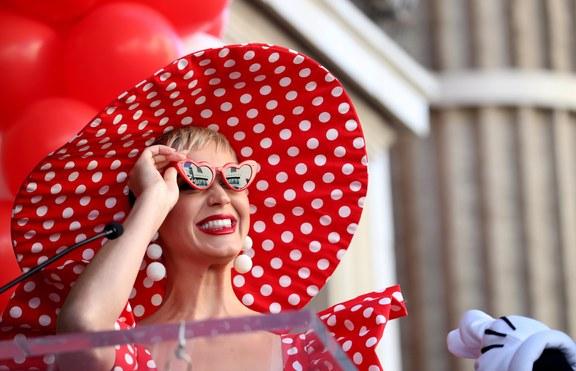 Хит или Шит: Кейти Пери с клоунски маникюр