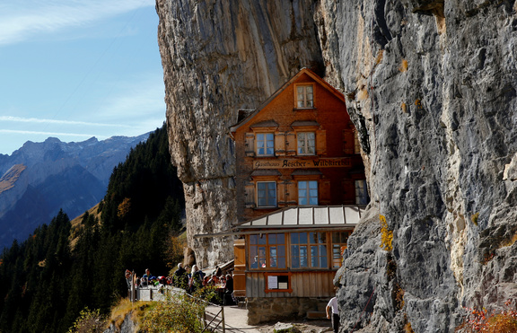 Ресторант в скалите - рай в Алпите