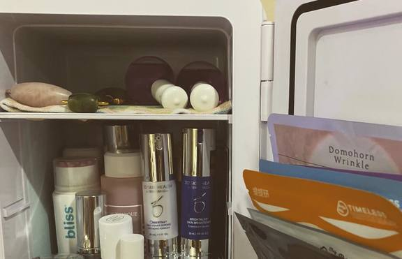 Мини хладилници за гримовете