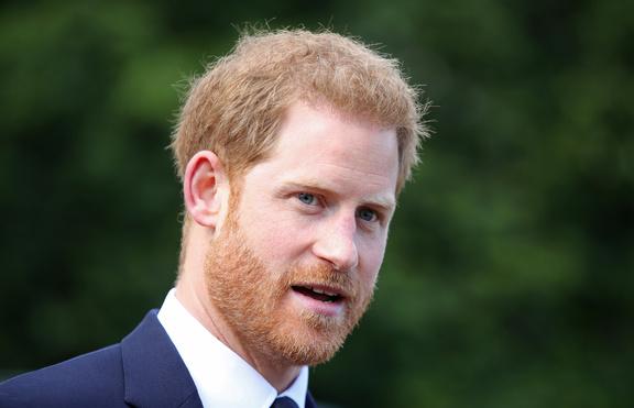 Обвиняват принц Хари, че носи едни и същи обувки