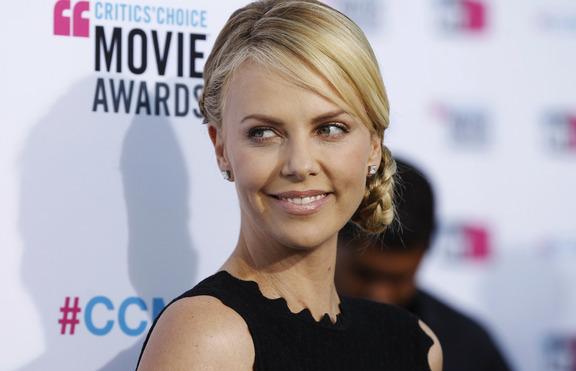 Кои са най-сексапилните звезди за 2012 година?