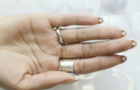 Как да си направим маникюр с вътрешни перли?