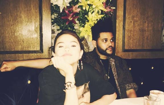 Селена Гомес страда по The Weeknd