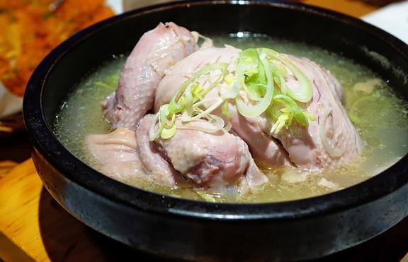 Лекува ли пилешката супа настинката?