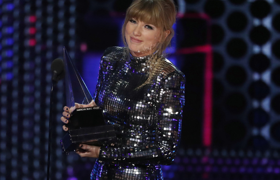Тейлър Суифт: Късметлийка съм, че имам такива фенове