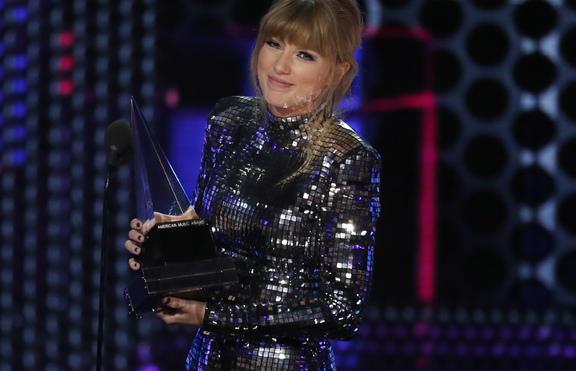 Тейлър Суифт счупи рекорд за награди