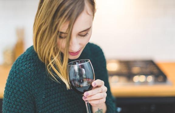 4 алкохолни напитки, които вредят на кожата