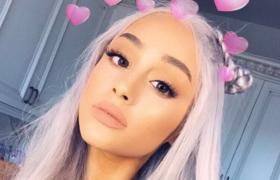 Ариана Гранде с нов цвят на косата – сиво?!