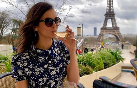 Нина Добрев на екскурзия в Париж