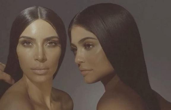 Кайли Дженър и Ким Кардашян с гримове за Kylie Cosmetics