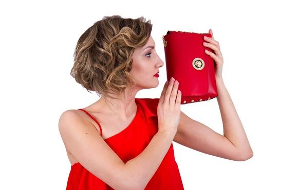 Как да поддържате и почиствате дизайнерските кожени чанти?