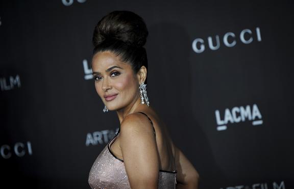 Салма Хайек отпразнува 55-и рожден ден по бански и с Анджелина Джоли