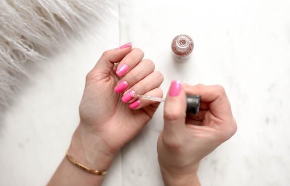 Нетокстичните лакове за нокти: също толкова вредни