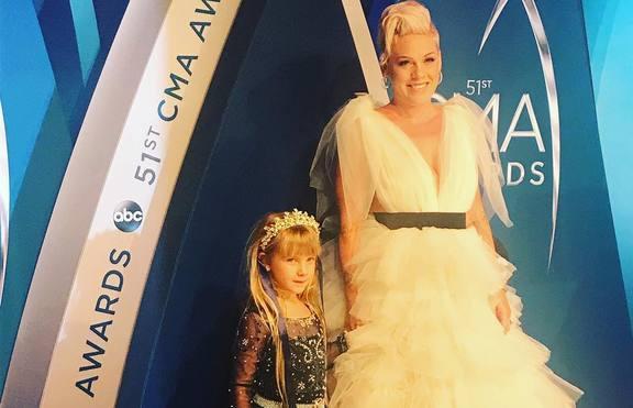 Пинк и дъщеря й – истински принцеси