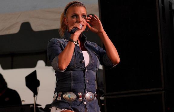 Джесика Симпсън станала отшелник заради коментарите за килограмите
