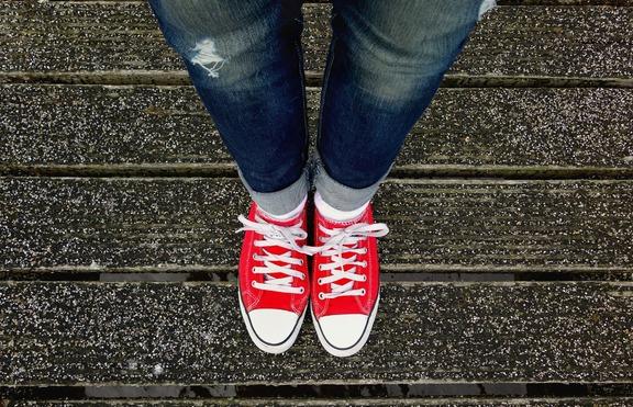 Изтърканите дънки - отново на мода