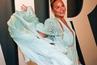 Криси Тейгън маха имплантите от гърдите си