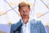 Ед Шийрън се шегува с рижавата коса и принц Хари