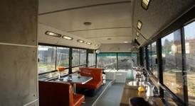 Автобус, превърнат в уютно жилище